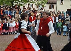 Maifest 2004 auf dem Oferdinger Schulhof