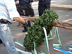 Maibaumstellen gemeinsam mit der Feuerwehr 2005