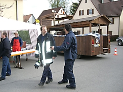 Maibaumstellen 2006 gemeinsam mit der Feuerwehr