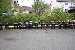Maibaumstellen auf dem Dorfplatz am 30.04.2008