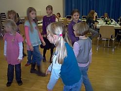 Weihnachtsfeier Kindervolkstanzen 2009_2